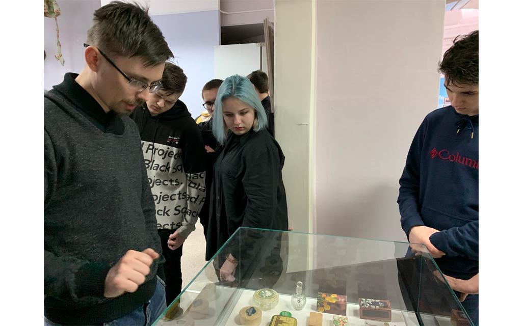 Члены клуба «Краевед» посетили выставку  «Советская барахолка» в Волжском